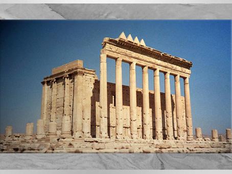 D'après le temple de Baal, la façade et ses gigantesques colonnes, Ier-IIIe siècle, antique Palmyre, Syrie. (Marsailly/Blogostelle)