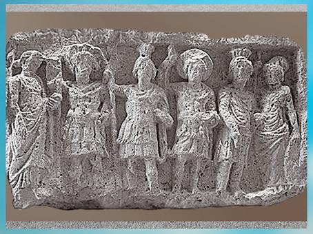 D'après une assemblée des dieux palmyréniens, relief cultuel, calcaire, IIe siècle, antique Palmyre, Syrie. (Marsailly/Blogostelle)