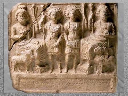 D'après Bêl-Baal, Baalshamîn, Yarhibôl et Aglibôl, relief dédié par Ba'alay à Bêl, daté janvier 121, calcaire, temple de Baalshamîn, IIe siècle, Palmyre, Syrie. (Marsailly/Blogostelle)