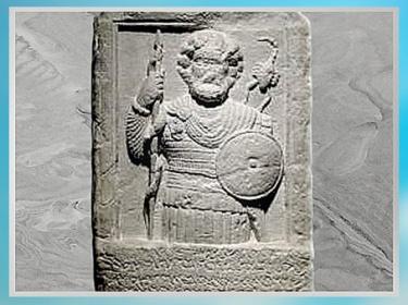 D'après Shadrafa, dieu guérisseur, avec serpent et scorpion, stèle votive, Palmyre, Ier siècle, Syrie. (Marsailly/Blogostelle)