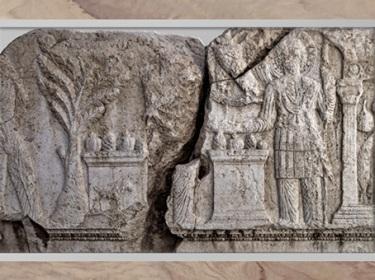 D'après Aglibôl, dieu-Lune, arbre, autels, pilier-colonne, relief cultuel, temple de Bêl-Baal, Ier-IIIe siècle, antique Palmyre, Syrie. (Marsailly/Blogostelle)