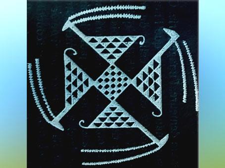 D'après le motif tournoyant du svastika, terre cuite, Samarra, vers 5000 avjc, période néolithique, Orient ancien. (Marsailly/Blogostelle)