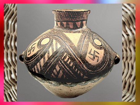 D'après une céramique peinte, à motif de svastika, culture Majiayao, Gansu, vers 2600-2300 avjc, période Néolithique, Chine ancienne. (Marsailly/Blogostelle)