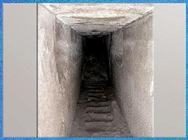 D'après un couloir souterrain, complexe funéraire, deuxième pyramide du roi, Amenemhat III, XIIe dynastie, Moyen Empire, Hawara, Fayoum, Égypte ancienne. (Marsailly/Blogostelle)