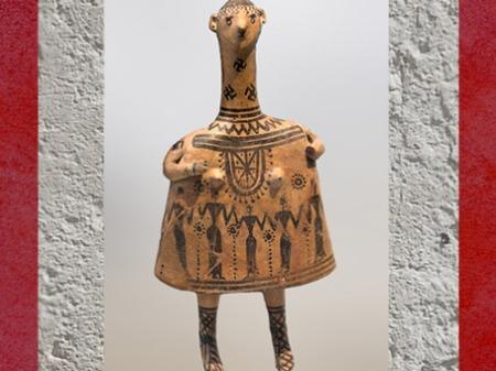 D'après une figure féminine, votive ou funéraire, terre cuite peinte, Boétie, vers 700 avjc, style Géométrique, Grèce antique.  (Marsailly/Blogostelle)