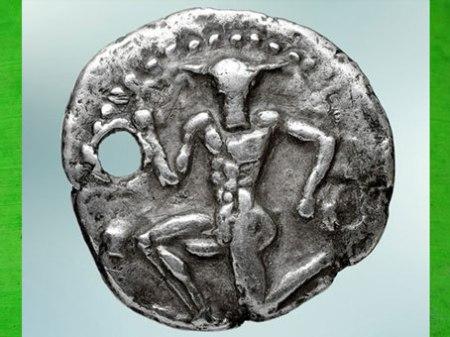 D'après  le Minotaure, statère de Cnossos, argent, IVe siècle avjc, Crète, Grèce antique. (Marsailly/Blogostelle)