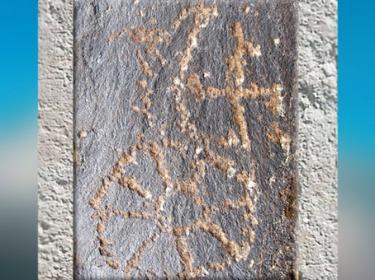 D'après un svastika et roue solaire, peinture rupestre, Changthang, Tibet. (Marsailly/Blogostelle)