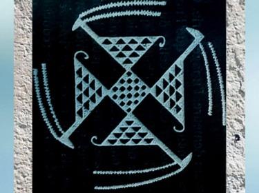 D'après un motif de terre cuite, svastika tournoyant, Samarra, vers 5000 avjc, Orient ancien, période néolithique. (Marsailly/Blogostelle)