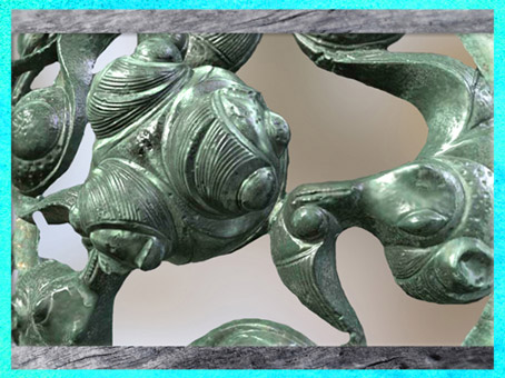 D'après un motif triskèle, haut relief, bronze, Dôme aux Dragons, tombe à char, Val d'Oise, IIIe siècle avjc, La Tène, Gaule celtique. (Marsailly/Blogostelle)