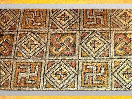 D'après une mosaïque, motifs de svastikas, villa La Olmeda, à Pedrosa de la Vega, Palencia, Ier-IVe siècle, période romaine, art antique. (Marsailly/Blogostelle)