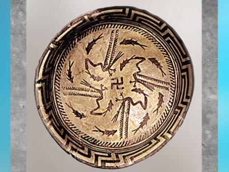 D'après une coupe en terre cuite, svastika et ronde de poissons, IVe millénaire avjc, Suse, Orient ancien néolithique.  (Marsailly/Blogostelle)