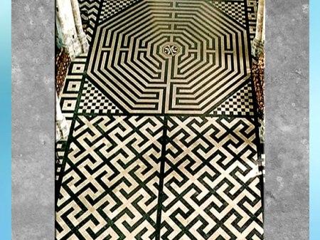 D'après le labyrinthe d'Amiens, motif du svastika, 1270, cathédrale Gothique, XIIIe siècle, France, période médiévale. (Marsailly/Blogostelle)