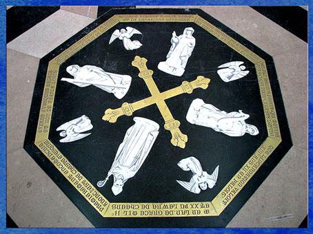 D'après le labyrinthe de la cathédrale d'Amiens,  pierre centrale, 1220-1269, XIIIe siècle, style Gothique, art médiéval. (Marsailly/Blogostelle)