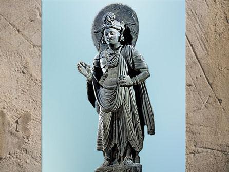D'après un bodhisattva, geste d'absence de crainte, shiste, Ier-IIIe siècle, époque Kouchane, art du Gandhâra, Inde ancienne. (Marsailly/Blogostelle)