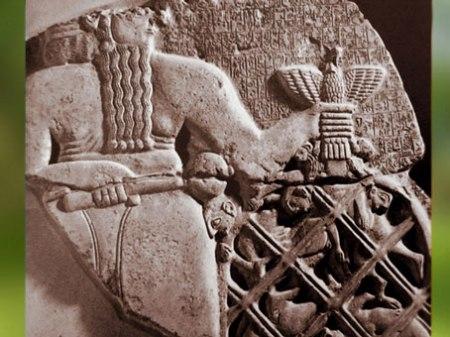 D'après Ningirsu et son filet, dieu mésopotamien de l'Orage, stèle des Vautours, vers 2450 avjc,Girsu, Orient ancien. (Marsailly/Blogostelle)