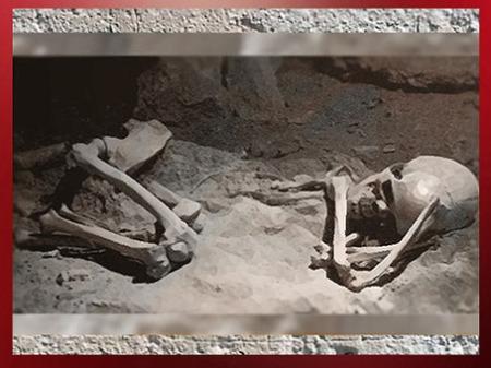 D'après une sépulture magdalénienne, position fœtale, Gironde, vers 18 000-10 000 ans avjc, France, paléolithique supérieur. (Marsailly/Blogostelle)