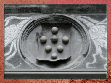 D'après le blason des Médicis, palais Médicis-Riccardi, Michelozzo, 1444 -1459, Florence, XVe siècle, Renaissance italienne. (Marsailly/Blogostelle)