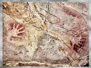 D'après des mains en négatif, peintures grotte d'El Castillo, vers 40 800 avjc, Puente Viesgo, Espagne, paléolithique. (Marsailly/Blogostelle)
