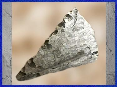D'après une pointe Levallois, silex taillé, paléolithique inférieur. (Marsailly/Blogostelle)