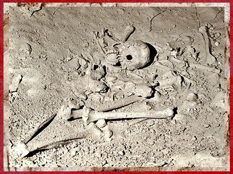 D'après des ossements humains et bauges d'ours, grotte de Cussac, vers 29 500-28 000 avjc, Gravettien, Dordogne, France, paléolithique supérieur. (Marsailly/Blogostelle)