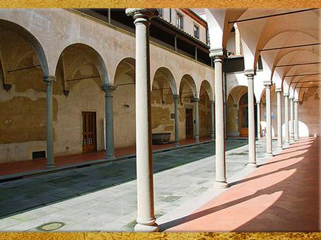 D'après l'Hôpital des Innocents, cour des femmes, Filippo Brunelleschi,1419-1428, Florence, XVe siècle, Quattrocento, Renaissance italienne. (Marsailly/Blogostelle)