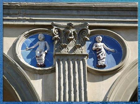 D'après les tondi d'Andrea della Robbia, faïence, façade de l'Hôpital des Innocents, XVe siècle, Florence, Quattrocento, Renaissance italienne. (Marsailly/Blogostelle)