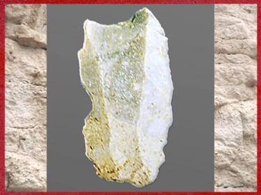D'après un burin, silex taillé, gravettien, paléolithique supérieur. (Marsailly/Blogostelle)