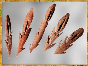 D'après des harpons aziliens, bois de renne, Mas-d' Azil, France, mésolithique. (Marsailly/Blogostelle)