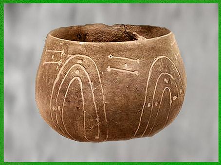 D'après une poterie, céramique de style rubané, décor en rubans, incrustations de pâte blanche, néolithique. (Marsailly/Blogostelle)