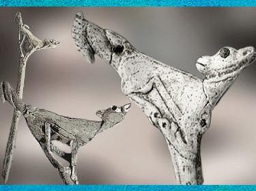 D'après un propulseur de sagaie, dit Faon à l'oiseau, bois de renne, magdalénien, 14 000-13 000 avjc, France, paléolithique supérieur. (Marsailly/Blogostelle)