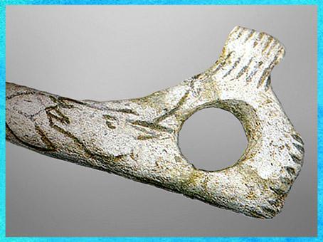 D'après un bâton percé, motif de bouquetin, bois de renne, magdalénien, paléolithique supérieur. (Marsailly/Blogostelle)