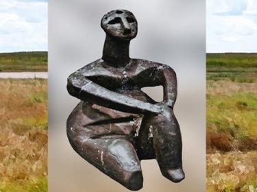 D'après une statuette féminine, terre cuite, Ve millénaire avjc, Roumanie, néolithique. (Marsailly/Blogostelle)