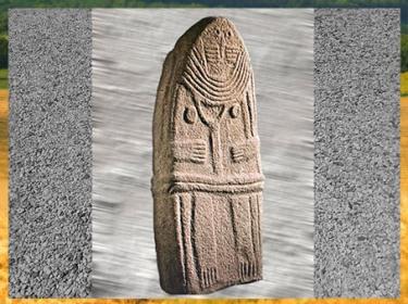 D'après une statue-menhir, dite La Dame de Saint-Sernin, grès sculpté, Aveyron, France, néolithique. (Marsailly/Blogostelle)