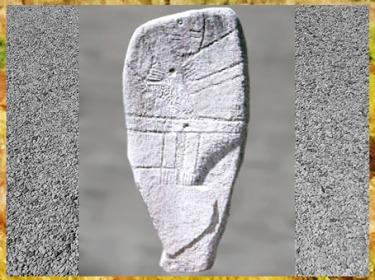 D'après une statue-menhir, lignes schématiques, ceinture, Aveyron, France, néolithique. (Marsailly/Blogostelle)