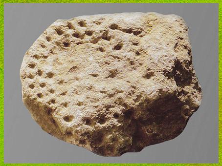 D'après un bloc, ensemble de cupules, aurignacien, La Ferrassie, Dordogne, France, paléolithique supérieur. (Marsailly/Blogostelle)
