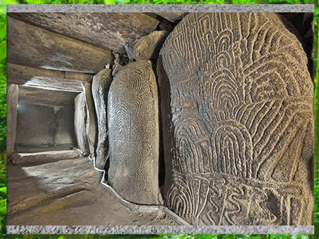 D'après le dolmen de Gravinis et ses dalles orthostates, mégalithes, Morbihan, Bretagne, France, néolithique. (Marsailly/Blogostelle)