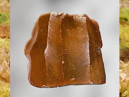 D'après un bloc de silex taillé, dit Livre de Beurre, néolithique.(Marsailly/Blogostelle)