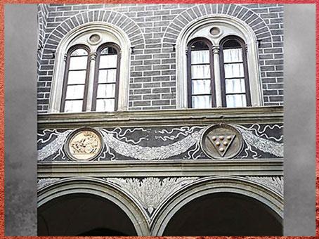 D'après le palais Médicis-Riccardi, Michelozzo, tondi, cour intérieure, 1444, Florence, XVe siècle, Florence, Quattrocento, Renaissance italienne. (Marsailly/Blogostelle)