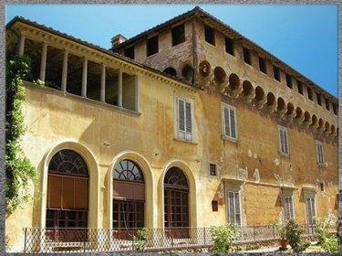 D'après la villa Médicis de Careggi, façade, 1440- 1459, remaniée par Michelozzo, XVe siècle, Florence, Quattrocento, Renaissance italienne. (Marsailly/Blogostelle)
