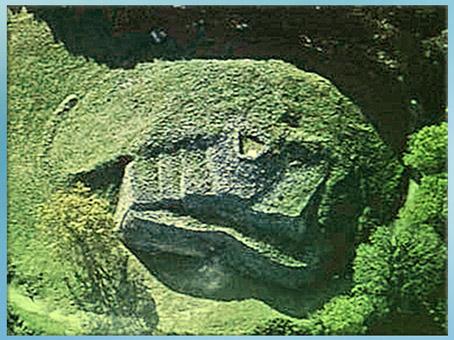D'après le cairn de Gravinis, vers 3500 avjc, Morbihan, Bretagne, France, IVe millénaire avjc, néolithique. (Marsailly/Blogostelle)
