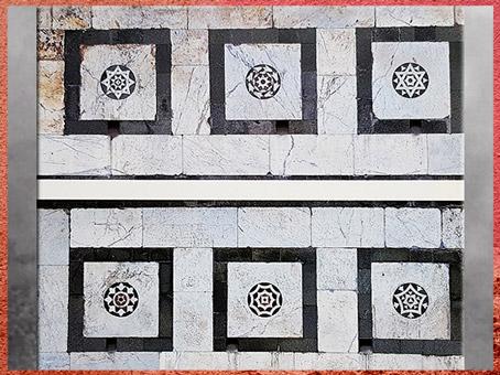 D'après l'église Santa Maria Novella, incrustation de marbres, Leon Battista Alberti, 1458-1470, Florence, XVe siècle, Quattrocento, Renaissance italienne. (Marsailly/Blogostelle)