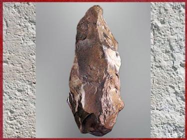 D'après des bifaces abbevilliens, silex taillé, paléolithique inférieur. (Marsailly/Blogostelle)