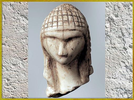 D'après la Dame de Brassempouy, dite à Dame à la Capuche, ivoire de mammouth, vers 22 000 avjc, Landes, France, paléolithique supérieur. (Marsailly/Blogostelle)