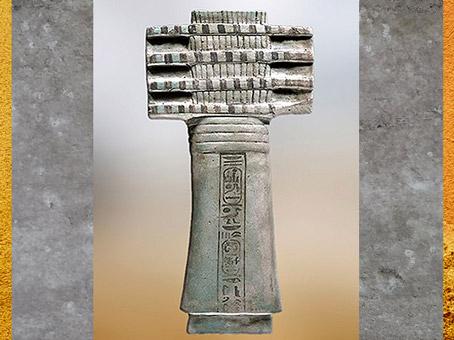 D'après une amulette-pilier Djed, au nom du roi Ramsès IX, faïence, vers 1126 - 1108 avjc, XXe dynastie, Saqqarah, Nouvel Empire, Égypte ancienne. (Marsailly/Blogostelle)