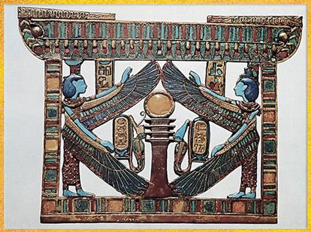D'après Osiris-pilier Djed, les couronnes de Basse et de Haute Égypte, Nephtys et Isis ailées, pectoral de Toutankhamon, XVIIIe dynastie, Nouvel Empire, Égypte ancienne. (Marsailly/Blogostelle)