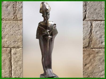 D'après Osiris coiffé de la couronne Atef, bronze et or, yeux argent, vers 332-30 avjc, époque Ptolémaïque, Égypte ancienne. (Marsailly/Blogostelle)
