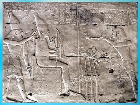 D'après Osiris et Horus recevant les offrandes du roi, temple de Sethi Ier, Abydos, XIXe dynastie, Nouvel Empire, Égypte ancienne. (Marsailly/Blogostelle)