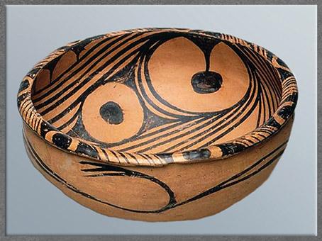 D'après une jatte, motif dérivé de l'oiseau, céramique peinte, culture de Yangshao, 5000- 2500 avjc, néolithique, Chine ancienne. (Marsailly/Blogostelle)