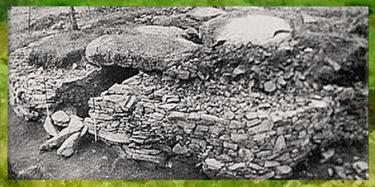 D'après une sépulture mégalithique, allée couverte, Morbihan, Bretagne, France, néolithique. (Marsailly/Blogostelle)