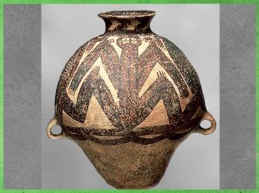 D'après une jarre de stockage, céramique peinte, motif de batracien, culture de Yangshao, 5000- 2500 avjc, néolithique, Chine ancienne. (Marsailly/Blogostelle)